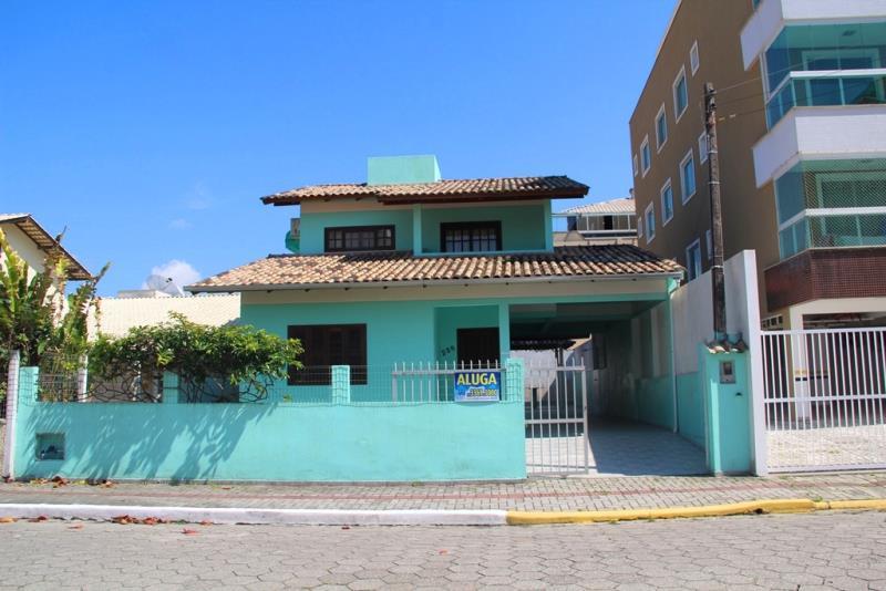Sobrado-Codigo-246-para-Alugar-na-temporada-no-bairro-Bombas-na-cidade-de-Bombinhas