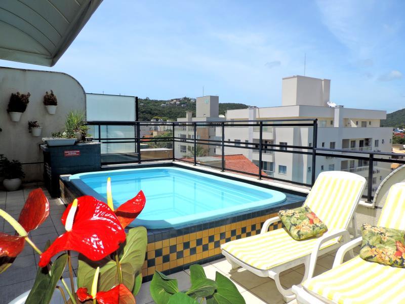 Apartamento-Codigo-274-para-Alugar-na-temporada-no-bairro-Bombas-na-cidade-de-Bombinhas
