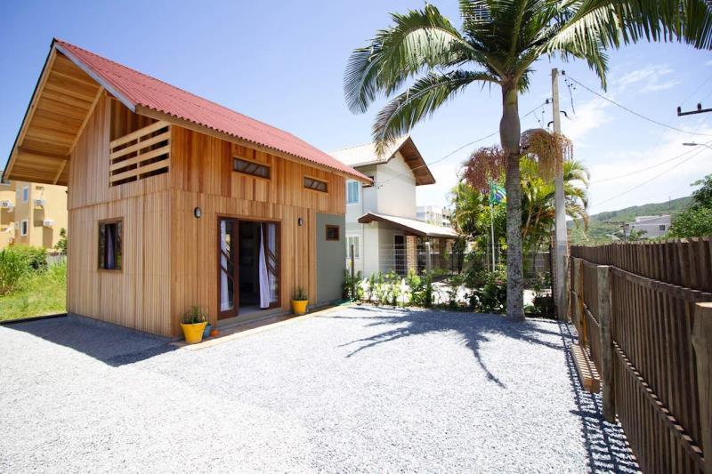 Casa-Codigo-328-para-Alugar-na-temporada-no-bairro-Bombas-na-cidade-de-Bombinhas