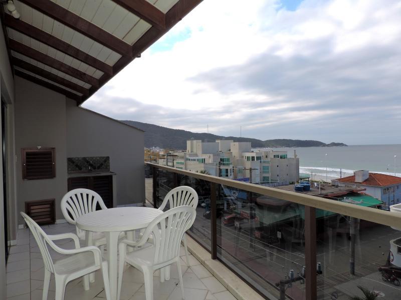 Apartamento-Codigo-333-para-Alugar-na-temporada-no-bairro-Bombas-na-cidade-de-Bombinhas