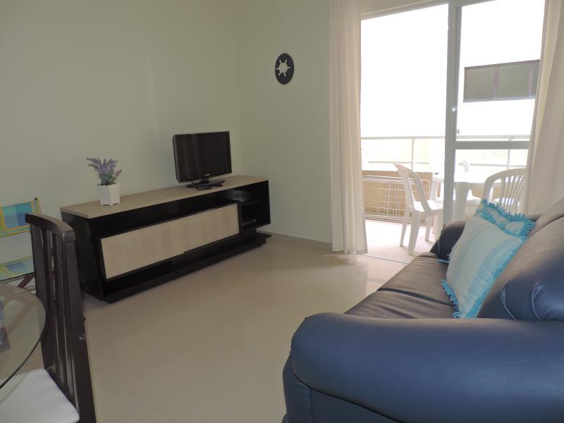 Apartamento-Codigo-451-para-Alugar-na-temporada-no-bairro-Bombas-na-cidade-de-Bombinhas