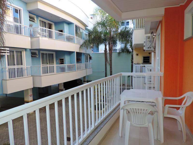 Apartamento-Codigo-454-para-Alugar-na-temporada-no-bairro-Bombas-na-cidade-de-Bombinhas