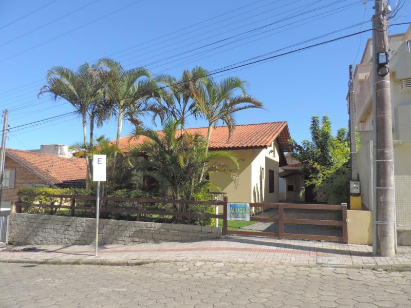Casa-Codigo-538-para-Alugar-na-temporada-no-bairro-Bombas-na-cidade-de-Bombinhas