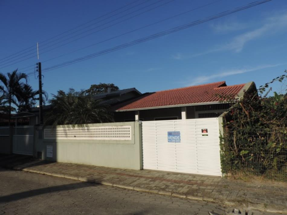 Casa-Codigo-585-a-Venda-no-bairro-Bombas-na-cidade-de-Bombinhas
