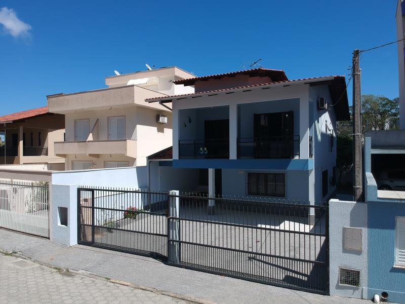 Casa-Codigo-613-a-Venda-no-bairro-Bombas-na-cidade-de-Bombinhas