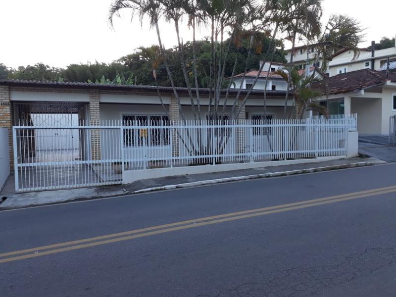 Casa com o Código 13720 à Venda no bairro Canasvieiras na cidade de Florianópolis com 4 dormitorio(s) possui 2 garagem(ns) possui 4 banheiro(s)