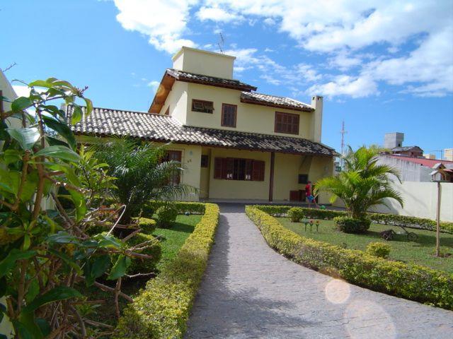 Casa com o Código 1230 para alugar no bairro Canasvieiras na cidade de Florianópolis com 3 dormitorio(s) possui 3 garagem(ns) possui 2 banheiro(s)