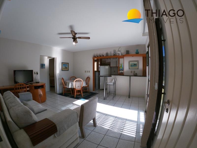 Apartamento com o Código 351 para alugar na temporada no bairro Canasvieiras na cidade de Florianópolis com 2 dormitorio(s) possui 1 garagem(ns) possui 1 banheiro(s)