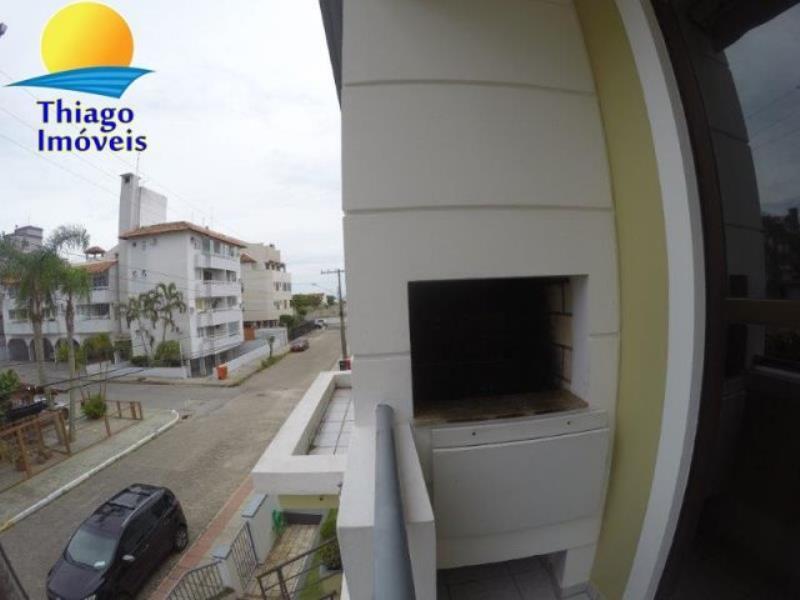 Apartamento com o Código 10115920 para alugar na temporada no bairro Canasvieiras na cidade de Florianópolis com 2 dormitorio(s) possui 1 garagem(ns) possui 1 banheiro(s)