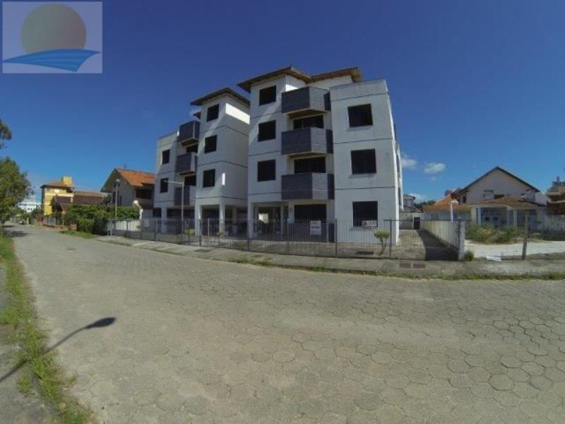 Apartamento com o Código 10007668 para alugar na temporada no bairro Canasvieiras na cidade de Florianópolis com 1 dormitorio(s) possui 1 garagem(ns) possui 1 banheiro(s)