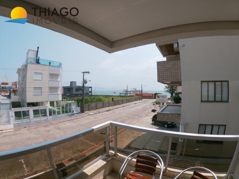 Apartamento com o Código 120 para alugar na temporada no bairro Canasvieiras na cidade de Florianópolis com 3 dormitorio(s) possui 1 garagem(ns) possui 2 banheiro(s)