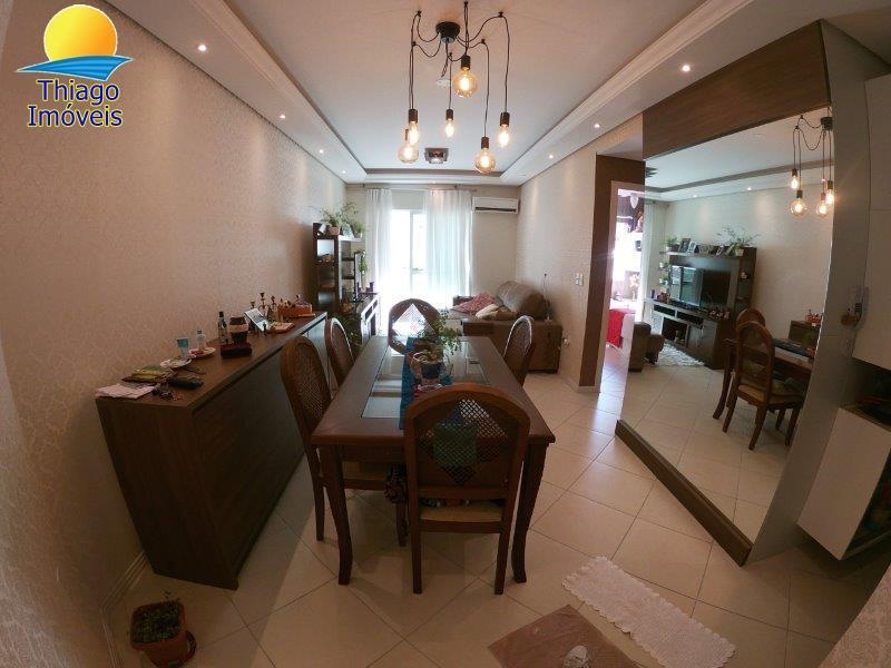 Apartamento com o Código 10004279 à Venda no bairro Canasvieiras na cidade de Florianópolis com 2 dormitorio(s) possui 1 garagem(ns) possui 2 banheiro(s)