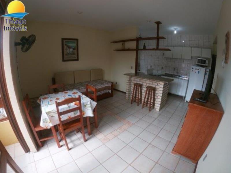 Apartamento com o Código 10003100 para alugar na temporada no bairro Canasvieiras na cidade de Florianópolis com 1 dormitorio(s) possui 1 garagem(ns) possui 1 banheiro(s)