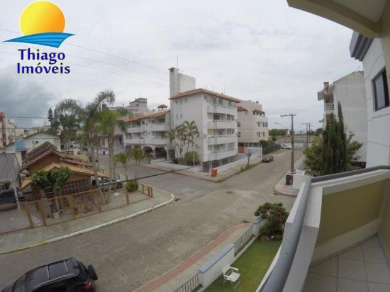 Apartamento com o Código 10003052 para alugar na temporada no bairro Canasvieiras na cidade de Florianópolis com 2 dormitorio(s) possui 1 garagem(ns) possui 1 banheiro(s)