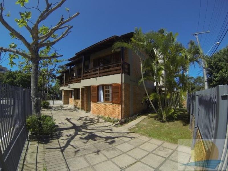 Cobertura Duplex com o Código 10002628 para alugar na temporada no bairro Canasvieiras na cidade de Florianópolis com 2 dormitorio(s) possui 2 banheiro(s)