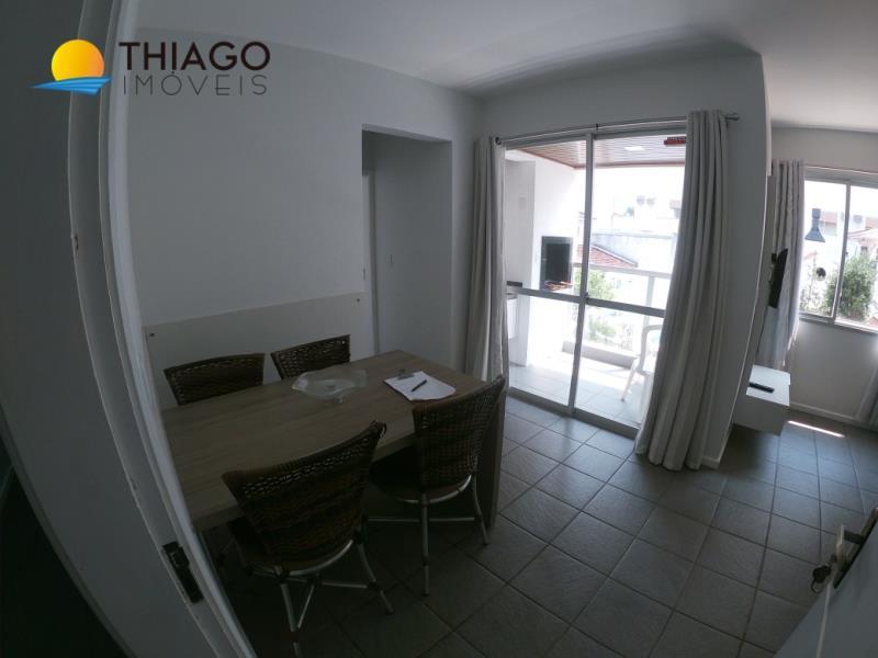 Apartamento com o Código 107 para alugar na temporada no bairro Canasvieiras na cidade de Florianópolis com 1 dormitorio(s) possui 1 garagem(ns) possui 1 banheiro(s)