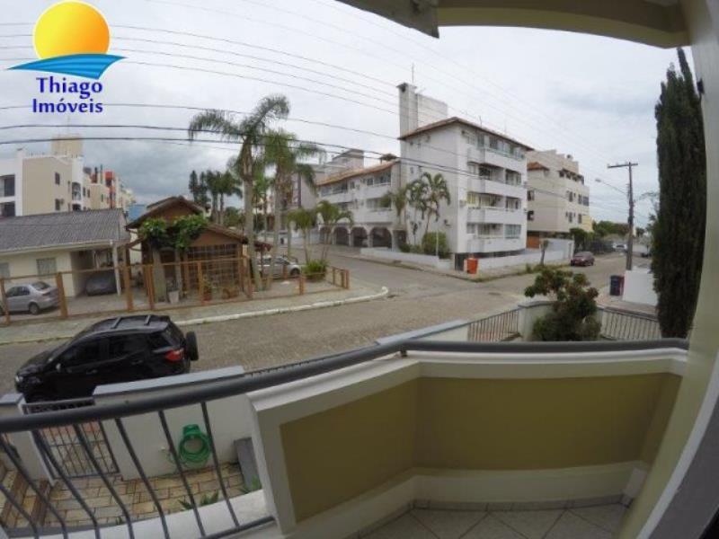 Apartamento com o Código 10001493 para alugar na temporada no bairro Canasvieiras na cidade de Florianópolis com 2 dormitorio(s) possui 1 garagem(ns) possui 1 banheiro(s)