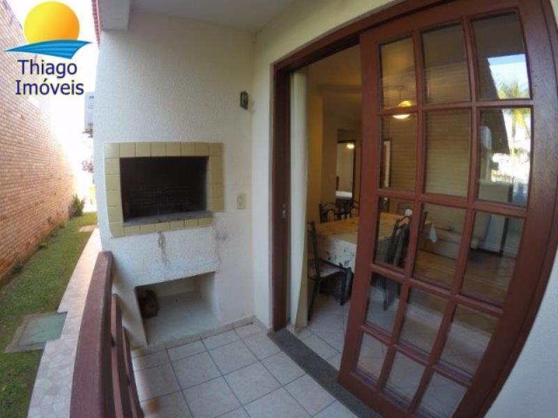 Apartamento com o Código 10001736 para alugar no bairro Canasvieiras na cidade de Florianópolis com 3 dormitorio(s) possui 1 garagem(ns) possui 2 banheiro(s)
