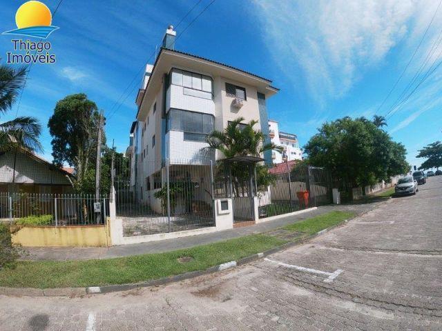 Apartamento com o Código 10001800 para alugar na temporada no bairro Canasvieiras na cidade de Florianópolis com 2 dormitorio(s) possui 1 garagem(ns) possui 2 banheiro(s)