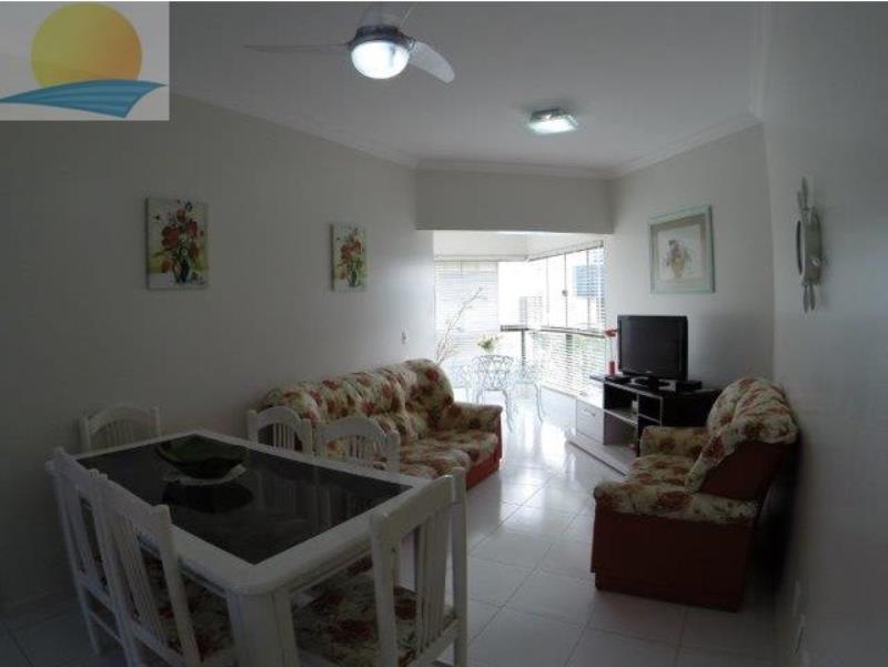 Apartamento com o Código 10014461 para alugar na temporada no bairro Canasvieiras na cidade de Florianópolis com 2 dormitorio(s) possui 1 garagem(ns) possui 2 banheiro(s)