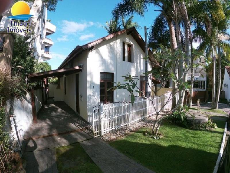 Casa com o Código 10001850 para alugar no bairro Canasvieiras na cidade de Florianópolis com 2 dormitorio(s) possui 1 garagem(ns) possui 2 banheiro(s)
