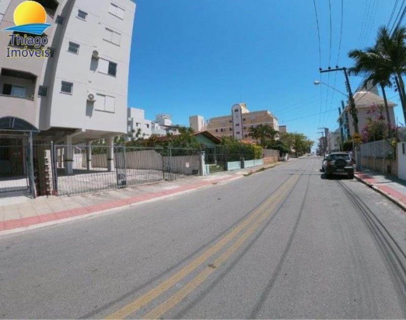 Apartamento com o Código 10001884 para alugar na temporada no bairro Canasvieiras na cidade de Florianópolis com 2 dormitorio(s) possui 1 garagem(ns) possui 2 banheiro(s)