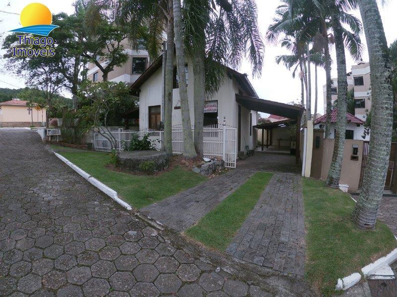 Casa com o Código 10001851 para alugar no bairro Canasvieiras na cidade de Florianópolis com 2 dormitorio(s) possui 2 garagem(ns) possui 3 banheiro(s)