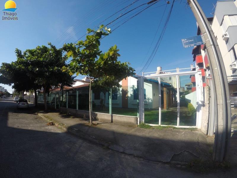 Casa com o Código 10000008 para alugar no bairro Canasvieiras na cidade de Florianópolis com 3 dormitorio(s) possui 1 garagem(ns) possui 1 banheiro(s)