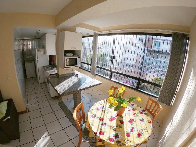 Apartamento com o Código 1000146501 para alugar no bairro Cachoeira do Bom Jesus na cidade de Florianópolis com 2 dormitorio(s) possui 1 garagem(ns) possui 1 banheiro(s)