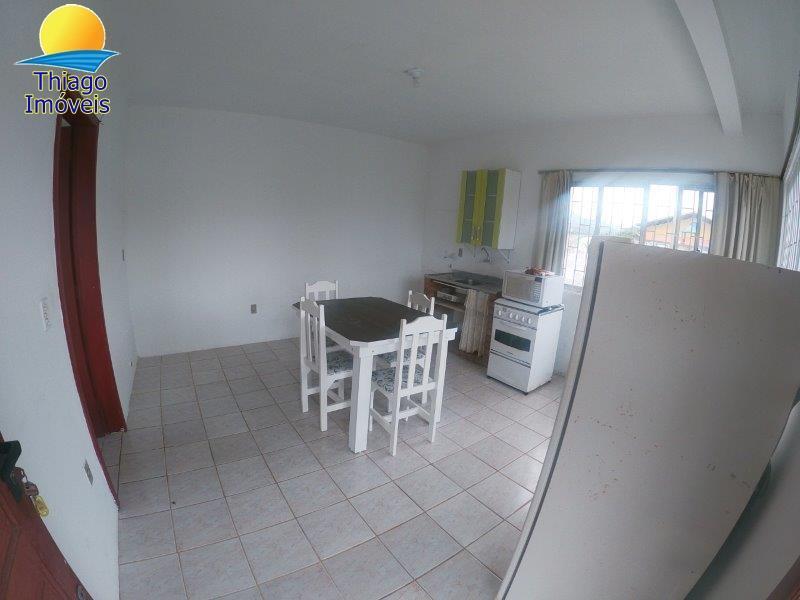 Apartamento com o Código 10017001 para alugar no bairro Canasvieiras na cidade de Florianópolis com 1 dormitorio(s) possui 1 garagem(ns) possui 1 banheiro(s)