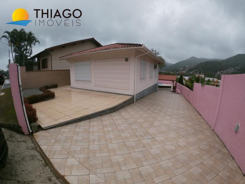 Casa com o Código 10000054 para alugar no bairro Monte Verde na cidade de Florianópolis com 2 dormitorio(s) possui 3 garagem(ns) possui 2 banheiro(s)