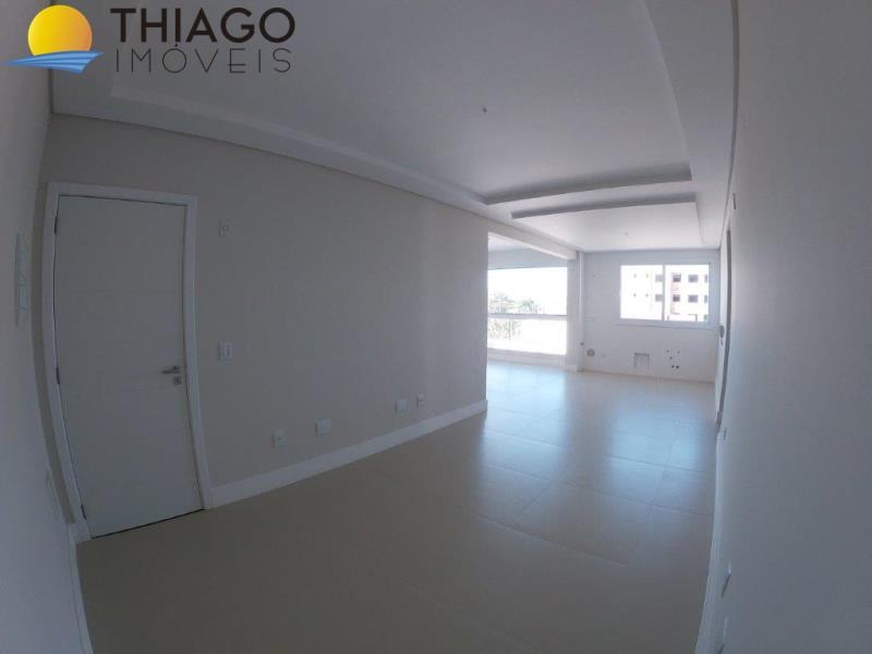 Apartamento com o Código 403 à Venda no bairro Canasvieiras na cidade de Florianópolis com 3 dormitorio(s) possui 1 garagem(ns) possui 2 banheiro(s) com área de 207,00 m2
