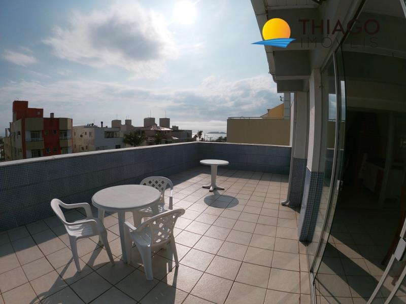 Cobertura com o Código 301 para alugar na temporada no bairro Ingleses do Rio Vermelho na cidade de Florianópolis com 2 dormitorio(s) possui 1 garagem(ns) possui 2 banheiro(s)