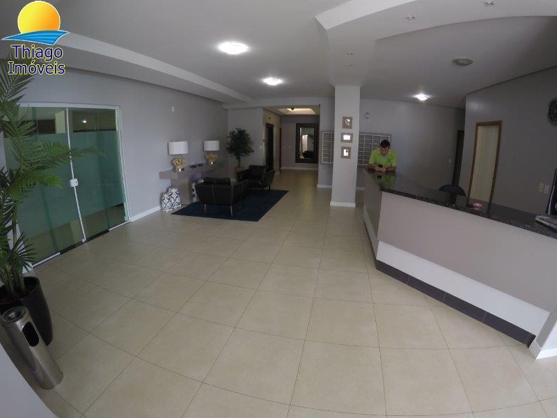 Hall de entrada de edificio e portaria 24 hs