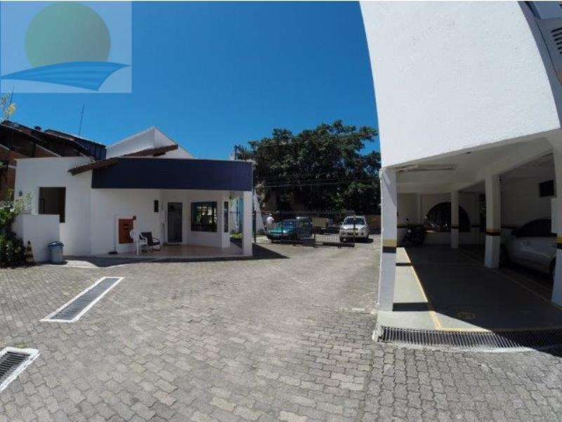 Portão de acesso ao condominio de carros pela Rua Madre Maria Villac, e a portaria 24 horas com monitoramento de video.