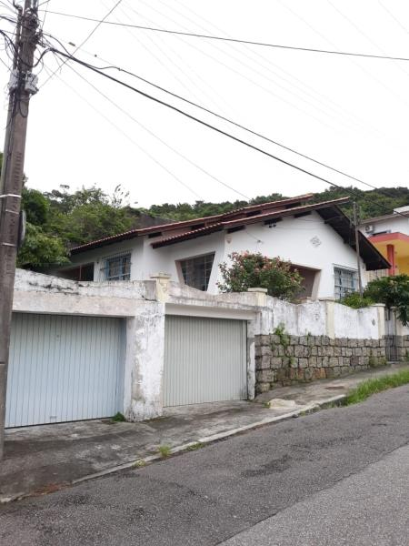 Casa-Codigo-1004-a-Venda-no-bairro-José Mendes-na-cidade-de-Florianópolis