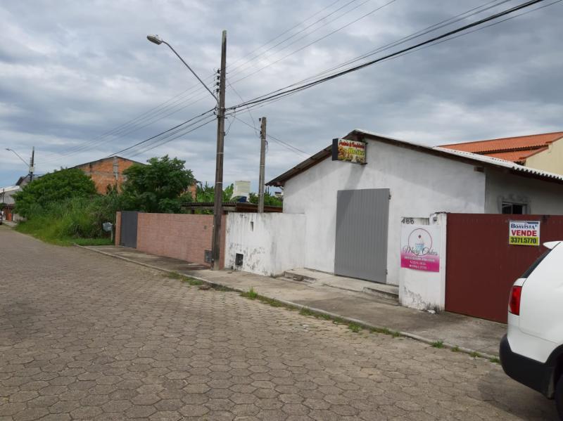 Casa-Codigo-1034-a-Venda-no-bairro-Carianos-na-cidade-de-Florianópolis
