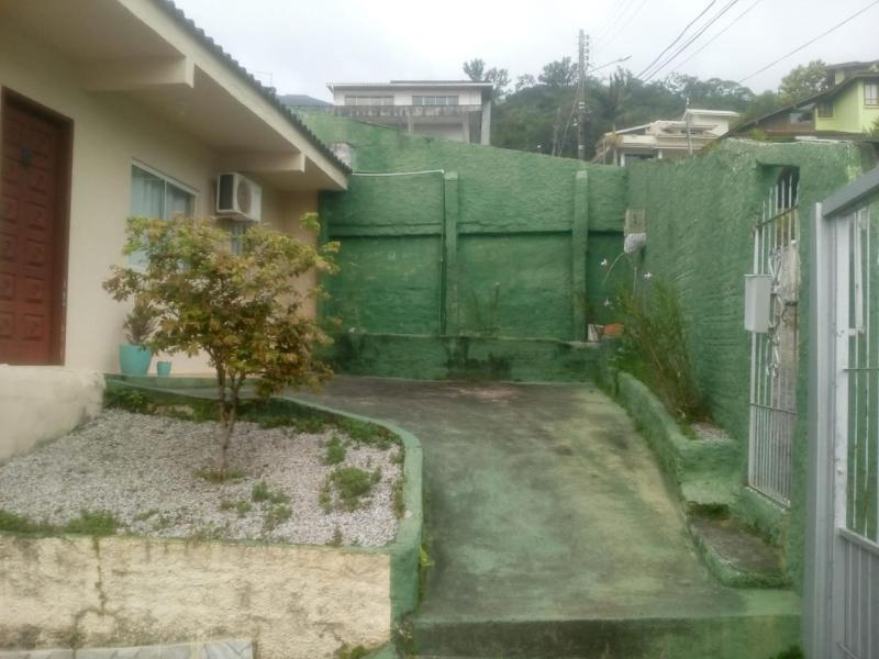 Casa-Codigo-1046-a-Venda-no-bairro-Costeira do Pirajubaé-na-cidade-de-Florianópolis