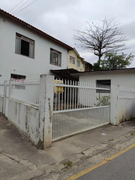 Casa-Codigo-1050-a-Venda-no-bairro-Costeira do Pirajubaé-na-cidade-de-Florianópolis