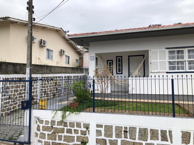Casa-Codigo-1061-a-Venda-no-bairro-José Mendes-na-cidade-de-Florianópolis
