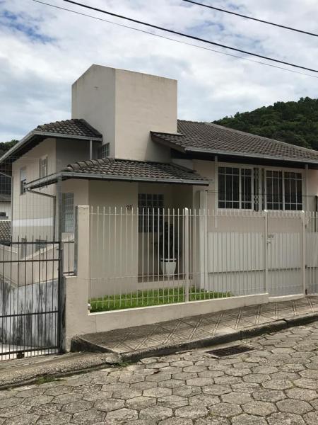 Casa-Codigo-1079-a-Venda-no-bairro-José Mendes-na-cidade-de-Florianópolis