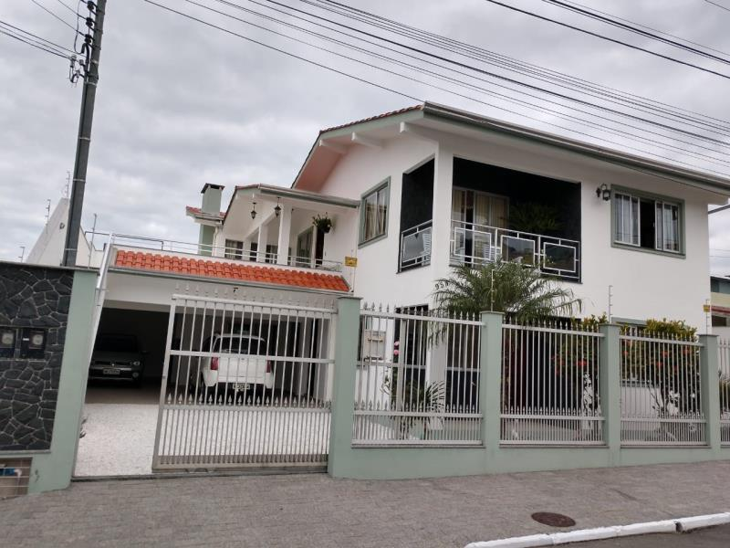 Sobrado Codigo 4508 a Venda no bairro-Nações na cidade de Balneário Camboriú