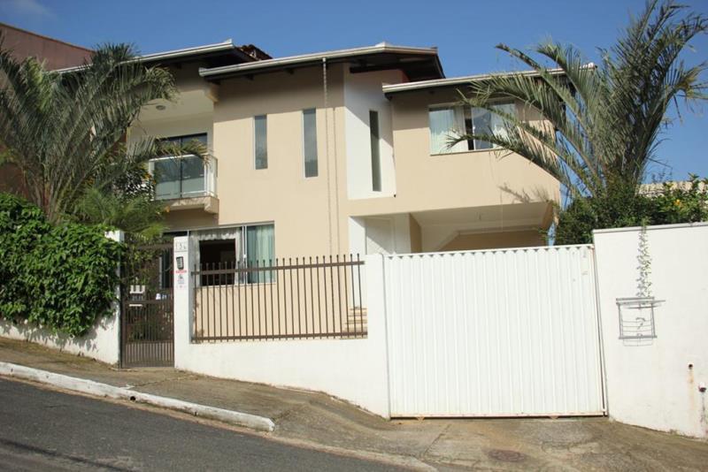 Casa Codigo 4608 a Venda no bairro-Ariribá na cidade de Balneário Camboriú
