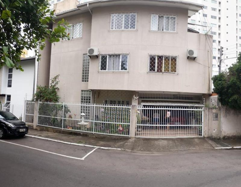 Casa Codigo 4644 a Venda no bairro-Pioneiros na cidade de Balneário Camboriú