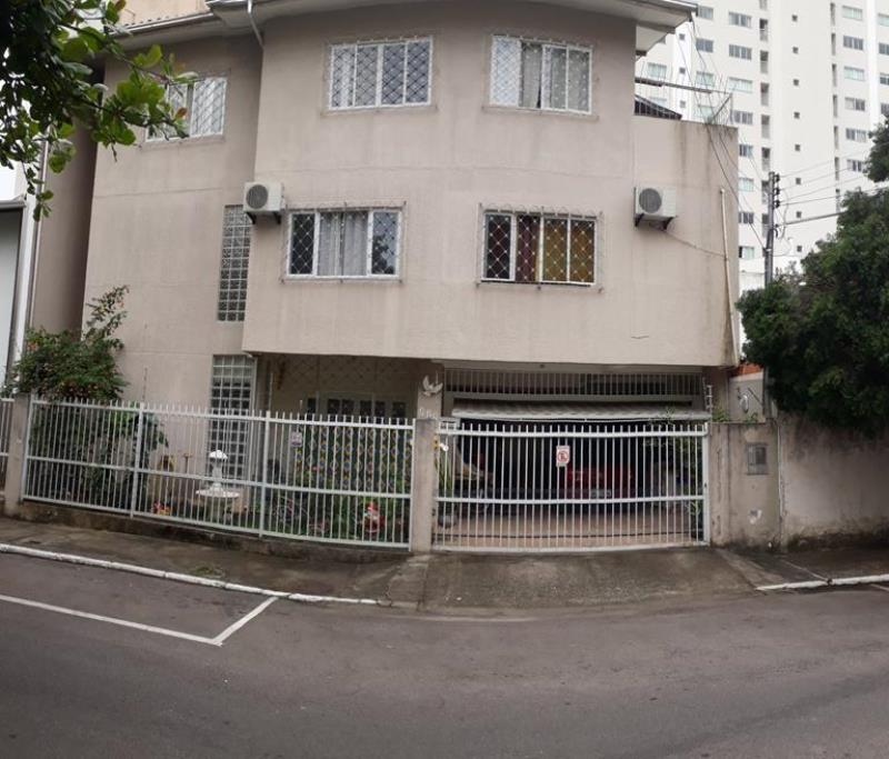 Casa-Codigo-4644-a-Venda-no-bairro-Pioneiros-na-cidade-de-Balneário-Camboriú
