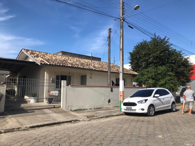 Casa Codigo 4717 a Venda no bairro-Monte Alegre (Monte Alegre) na cidade de Camboriú