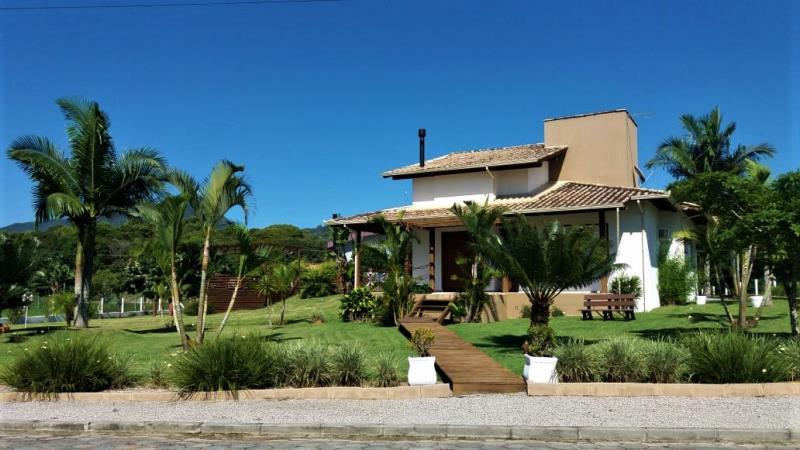 Casa Código 346 a Venda no bairro Sul do Rio na cidade de Santo Amaro da Imperatriz Condominio quinta dos guimarães