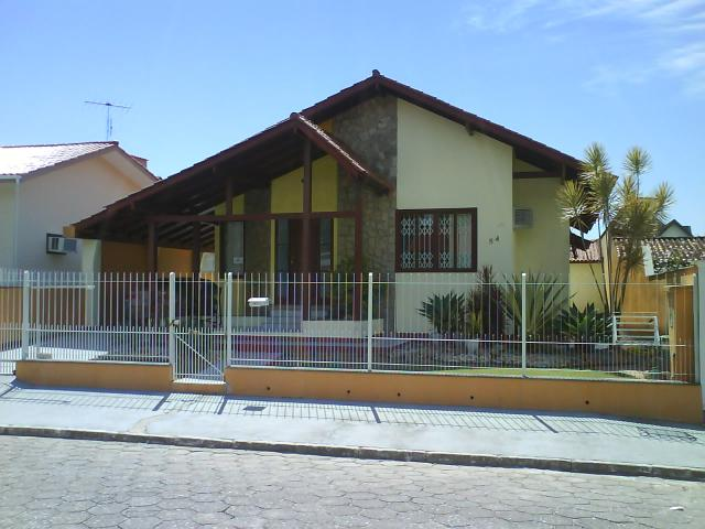 Casa Código 447 a Venda no bairro Centro na cidade de Palhoça Condominio