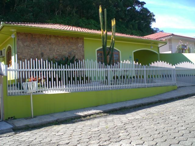 Casa Código 555 a Venda no bairro Centro na cidade de Santo Amaro da Imperatriz Condominio
