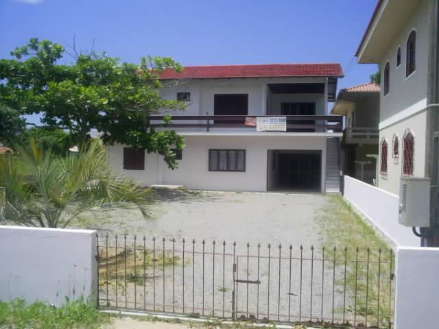 Casa Código 828 a Venda no bairro Balneário Ponta do Papagaio na cidade de Palhoça Condominio